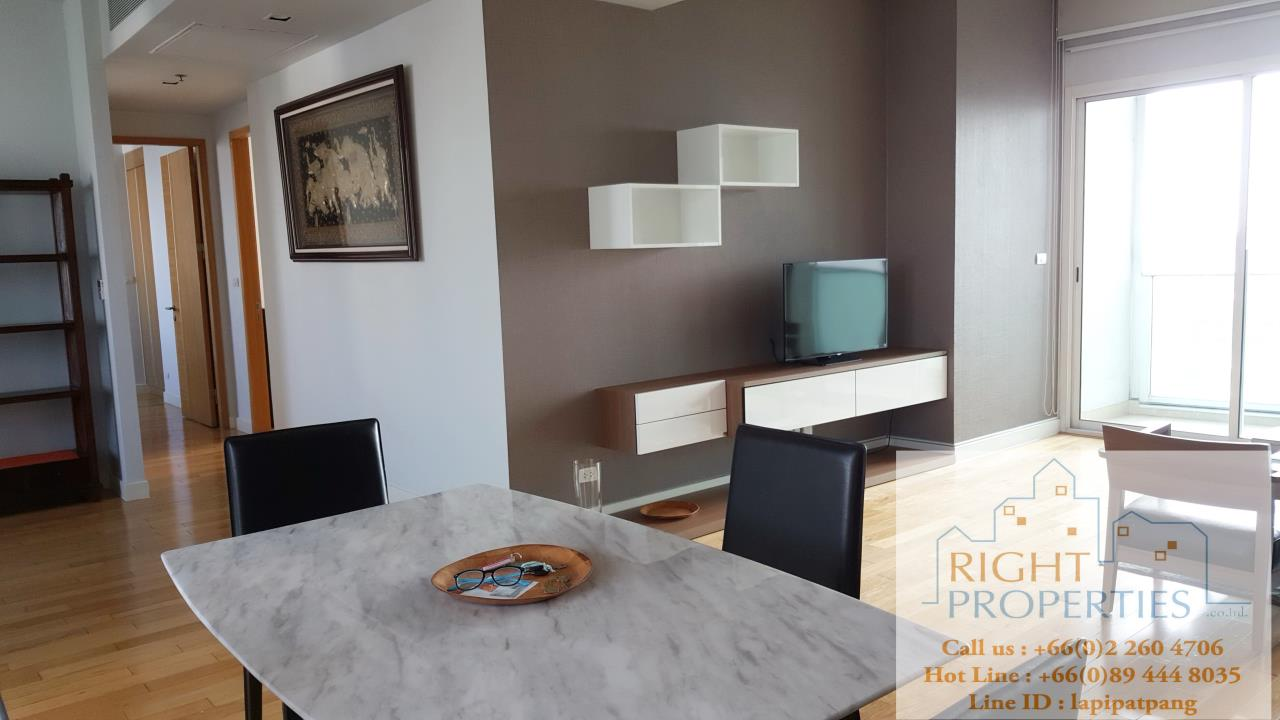 Right Properties Agency's Nice open view and spacious unit. Conveniently located in center of Sukhumvit. 1