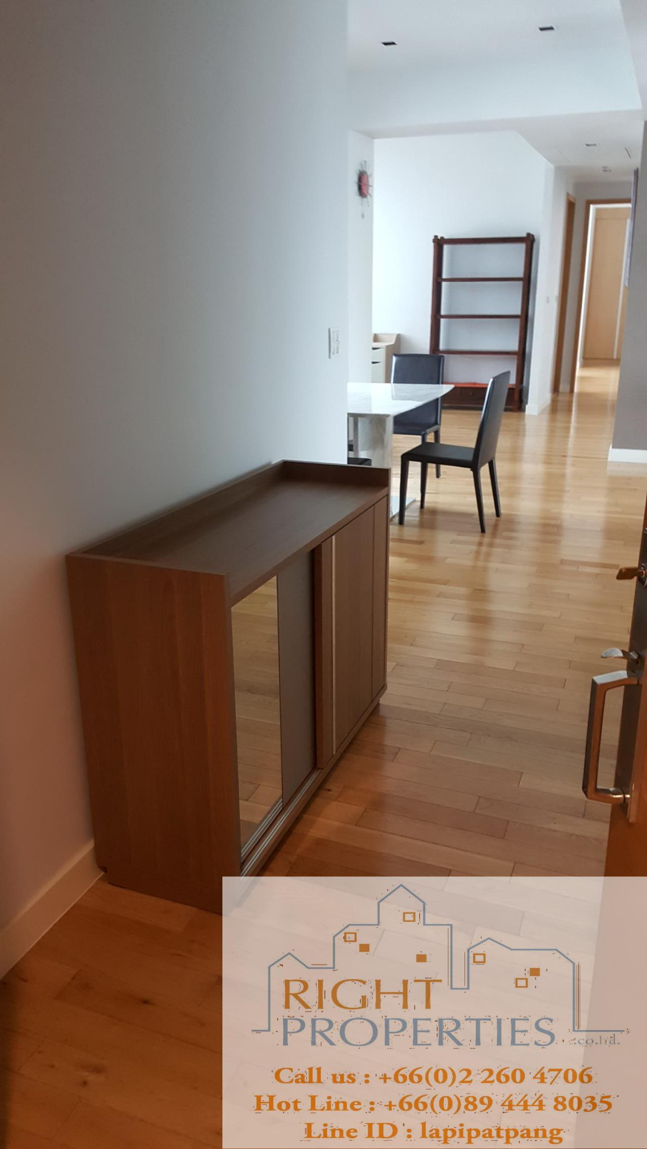 Right Properties Agency's Nice open view and spacious unit. Conveniently located in center of Sukhumvit. 3
