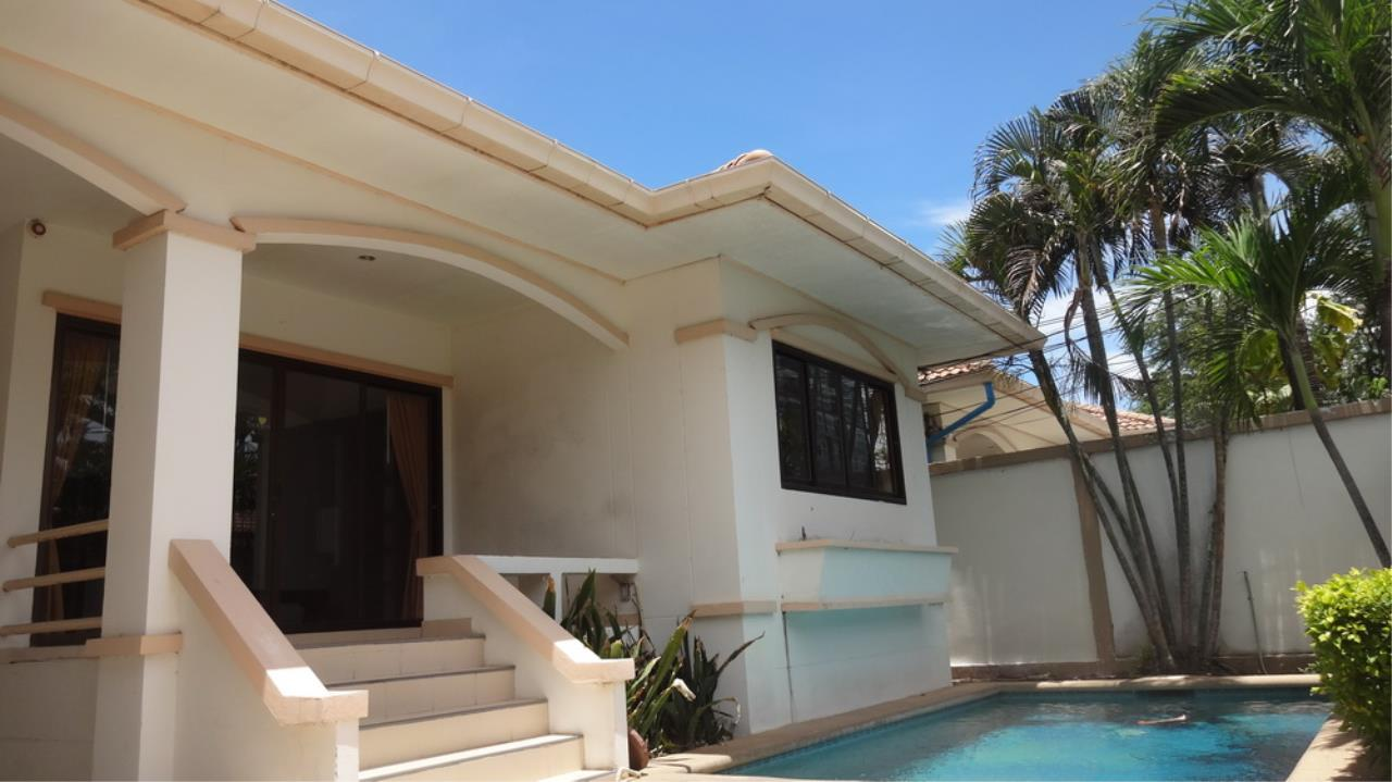 The 12 Real Estate Agency's Pool Villa Fore Sale In Jomtiem  2