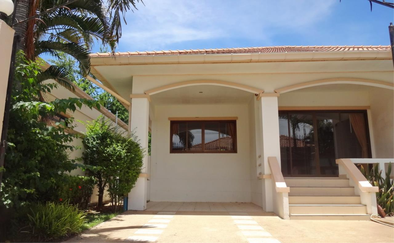 The 12 Real Estate Agency's Pool Villa Fore Sale In Jomtiem  3