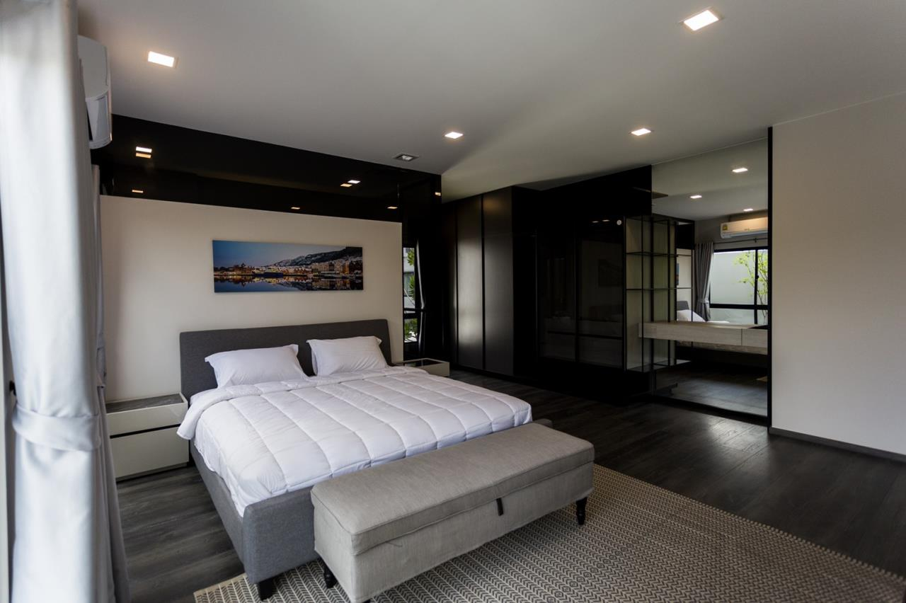Hawk Eyes Property Bangkok Co.,Ltd. Agency's A single house, 3 bedrooms 3 bathroom + maid room 12
