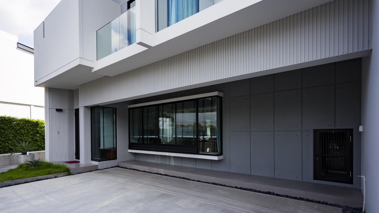 Hawk Eyes Property Bangkok Co.,Ltd. Agency's A single house, 3 bedrooms 3 bathroom + maid room 3