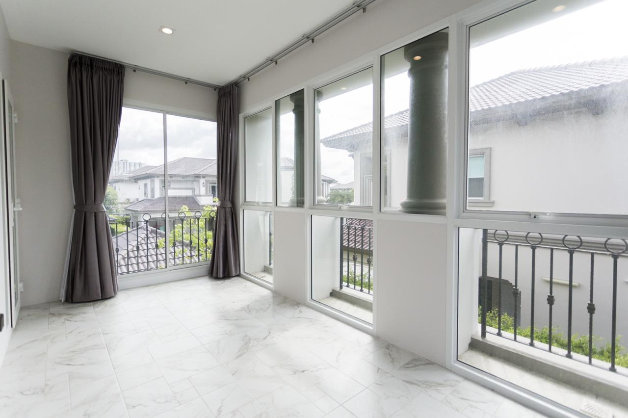 Hawk Eyes Property Bangkok Co.,Ltd. Agency's A luxury 4 bedrooms 5 bathrooms single house with fully furnish for rent in Bang Na k.m.7 15