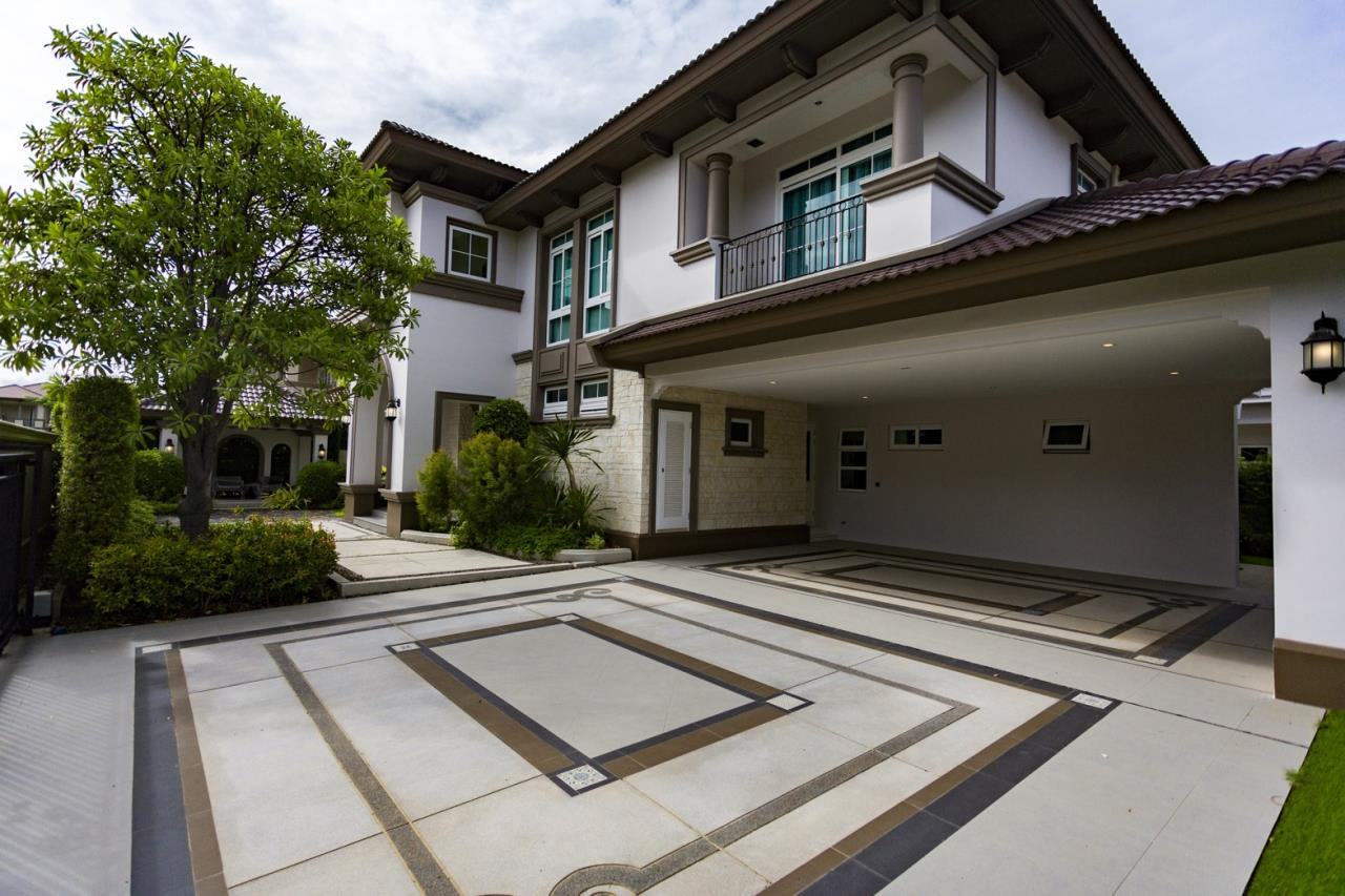 Hawk Eyes Property Bangkok Co.,Ltd. Agency's A luxury 4 bedrooms 5 bathrooms single house with fully furnish for rent in Bang Na k.m.7 2