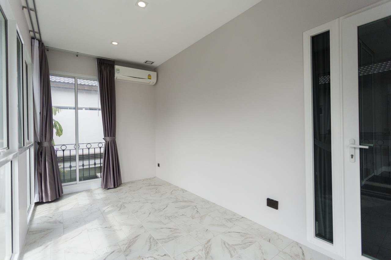 Hawk Eyes Property Bangkok Co.,Ltd. Agency's A luxury 4 bedrooms 5 bathrooms single house with fully furnish for rent in Bang Na k.m.7 16