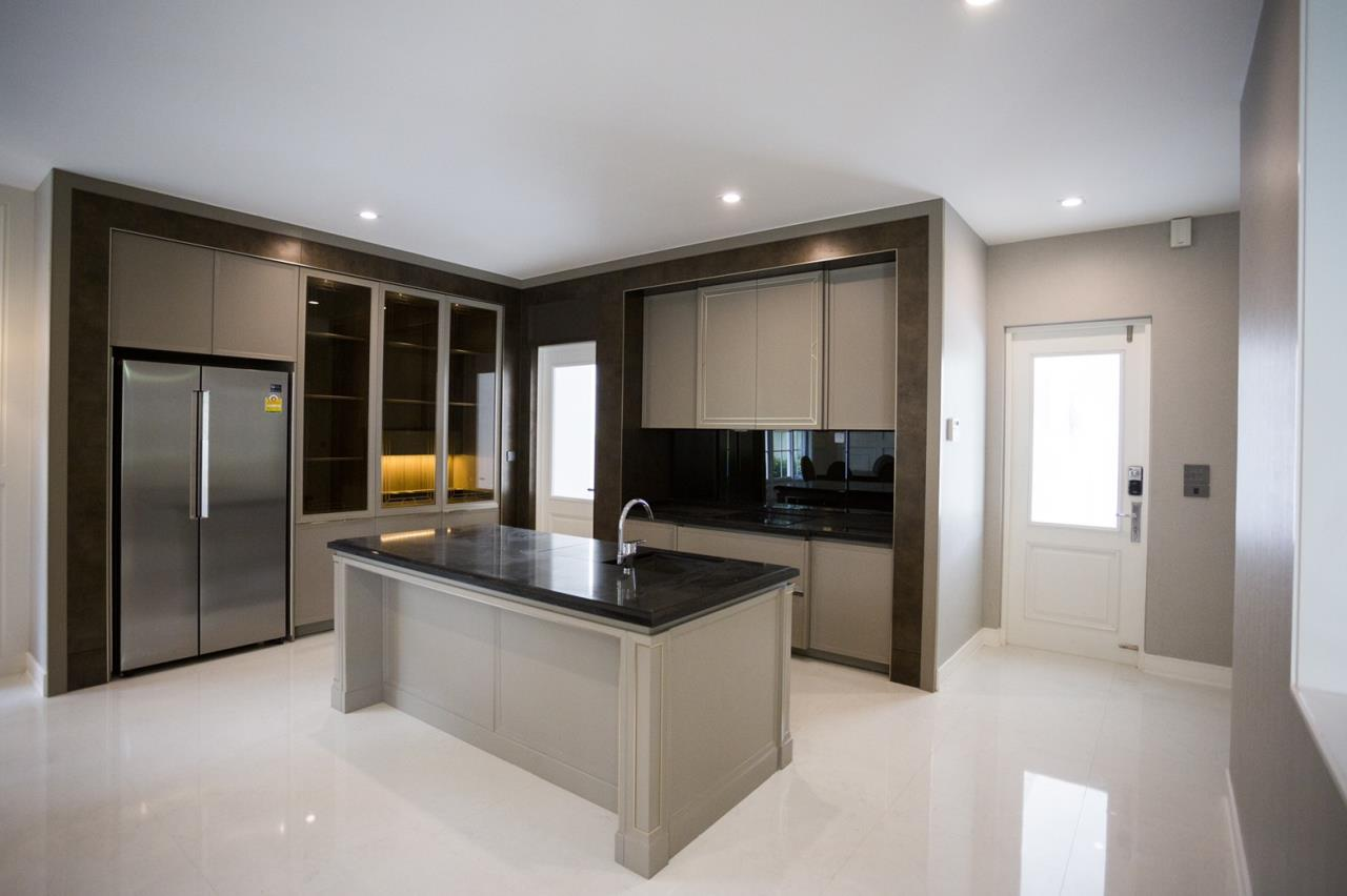 Hawk Eyes Property Bangkok Co.,Ltd. Agency's A luxury 4 bedrooms 5 bathrooms single house with fully furnish for rent in Bang Na k.m.7 20