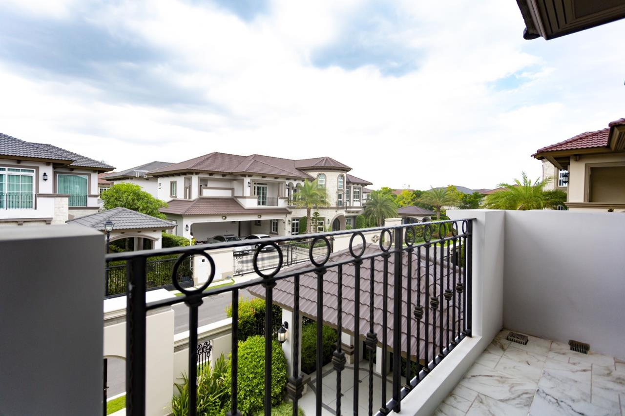 Hawk Eyes Property Bangkok Co.,Ltd. Agency's A luxury 4 bedrooms 5 bathrooms single house with fully furnish for rent in Bang Na k.m.7 3