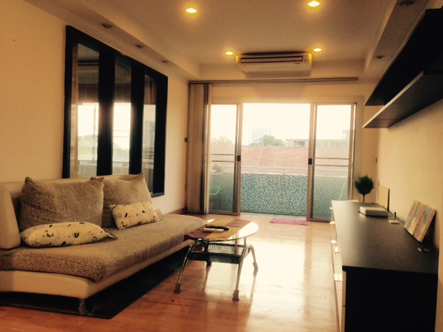 RE/MAX All Star Realty Agency's Very large 2-Bed Condo at hip town BTS Ari sell only 5.1m baht (or rent 22,800 baht) – Areesamphan Park 5