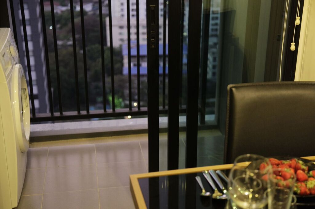 RE/MAX All Star Realty Agency's Superb, fully furnished Park East condo for rent 18,000 Baht at On Nut BTS – Basepark East (Soi 77) 5