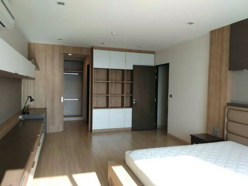 RE/MAX All Star Realty Agency's Almost new 3-Bed luxury condo for sale – Skywalk (BTS Phra Khanong) 7