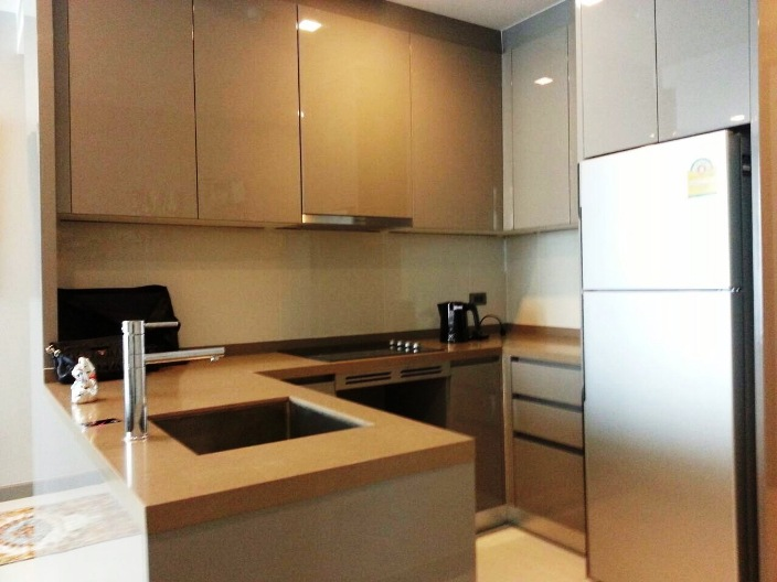 RE/MAX All Star Realty Agency's Luxury large 84sqm new tw-bed condo for rent at M Silom 3
