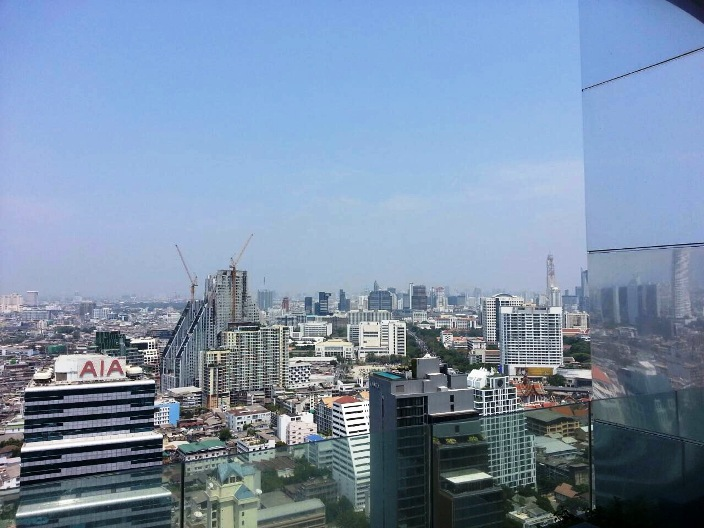 RE/MAX All Star Realty Agency's Luxury large 84sqm new tw-bed condo for rent at M Silom 12