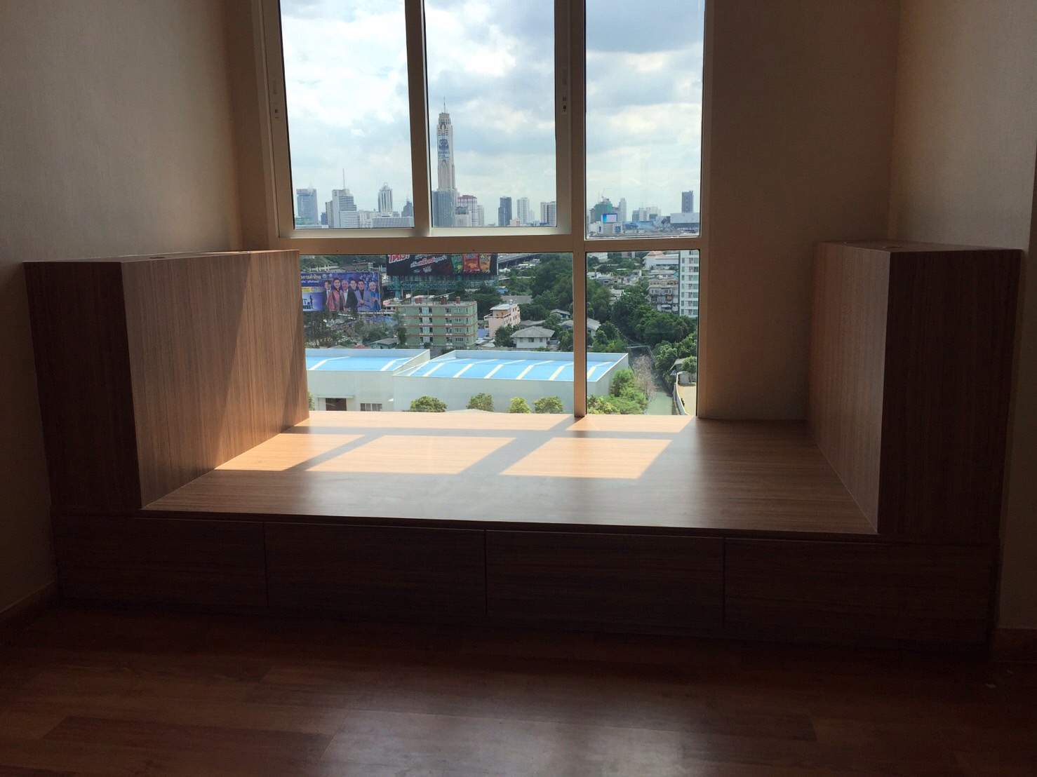 RE/MAX All Star Realty Agency's For Sale/Rent Cheap – Full furnished Two Bed Two Bath 57 sqm The Mark Ratchada-Airport Link 12