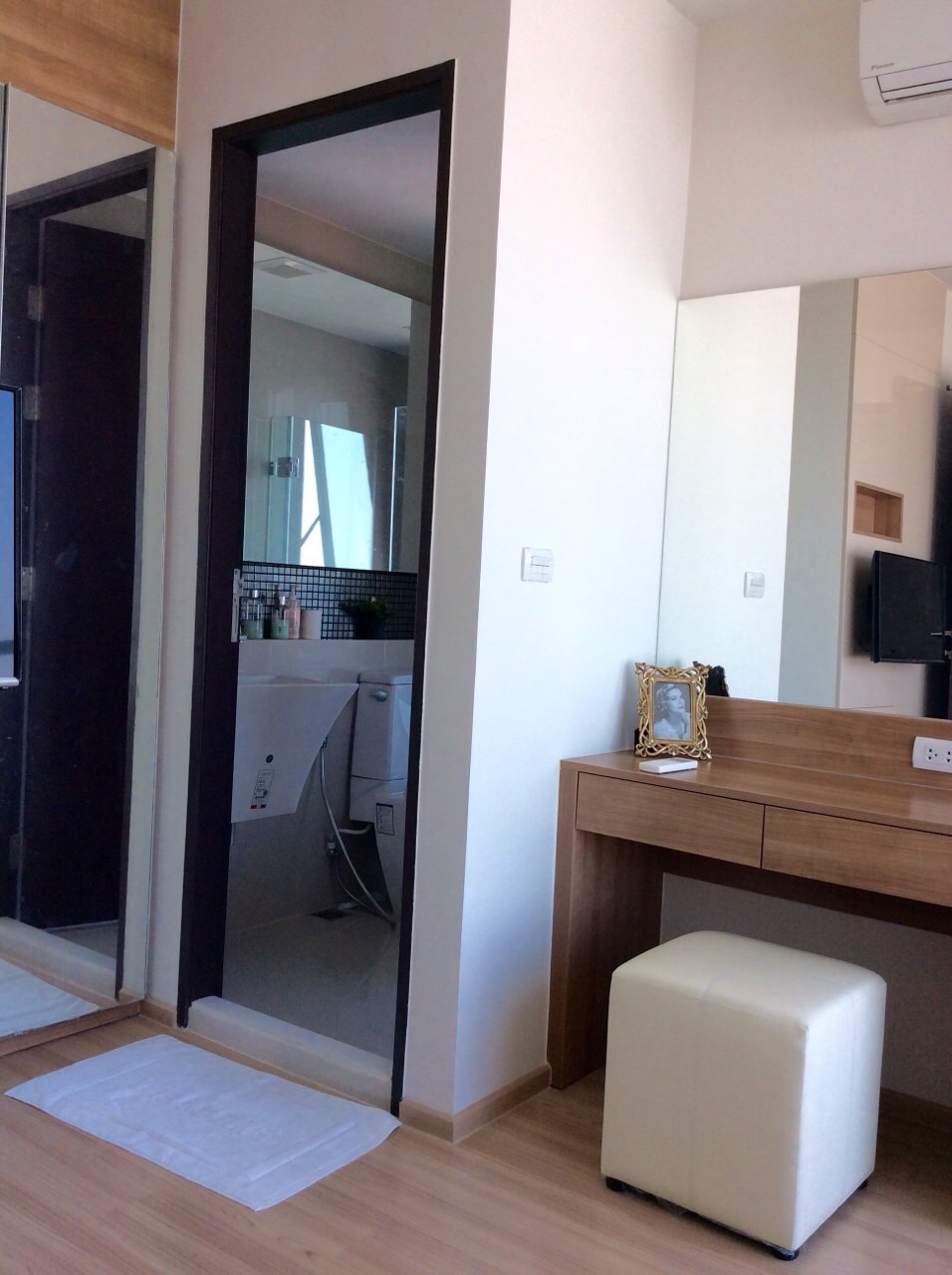 RE/MAX All Star Realty Agency's Charming river view, large one-bed condo Rhythm  Sathorn 21 highest floors rent 30k (neg) 7
