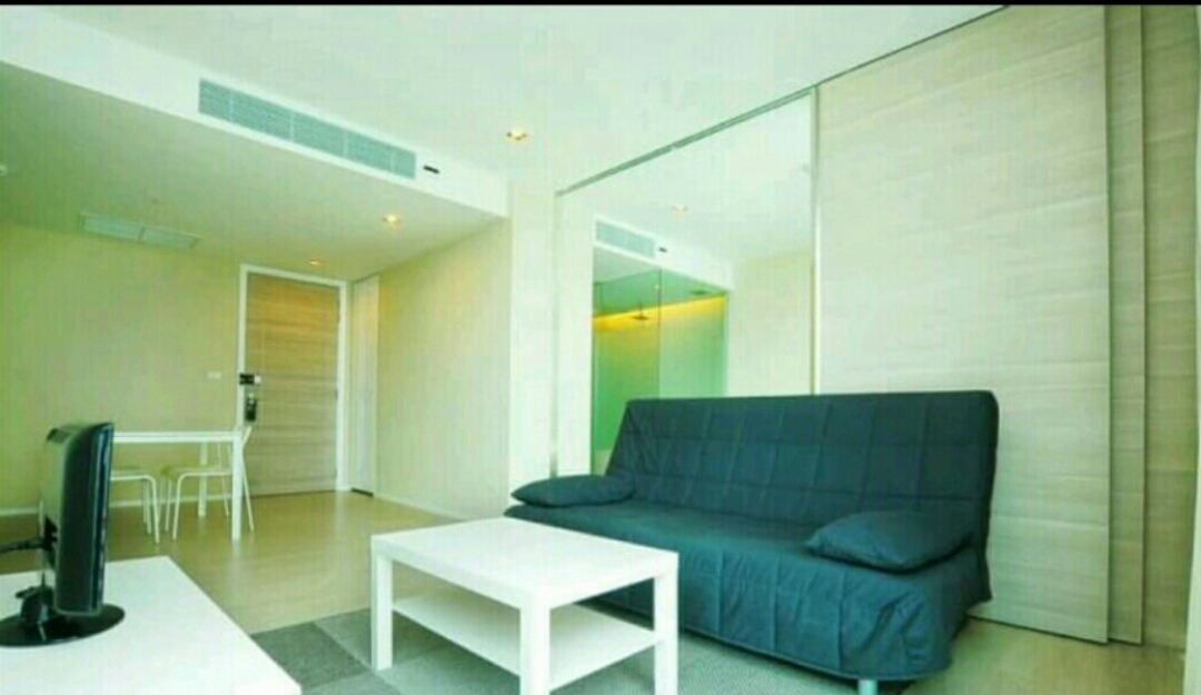RE/MAX All Star Realty Agency's The Room Sukhumvit 21 large one bedder (53sqm) for sale/rent cheap 1