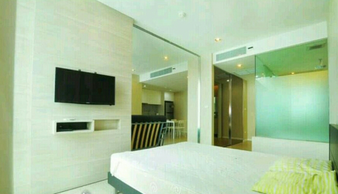 RE/MAX All Star Realty Agency's The Room Sukhumvit 21 large one bedder (53sqm) for sale/rent cheap 2