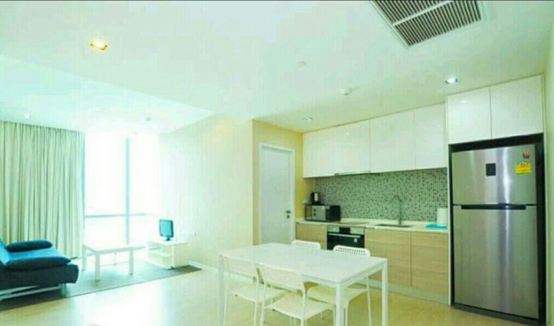 RE/MAX All Star Realty Agency's The Room Sukhumvit 21 large one bedder (53sqm) for sale/rent cheap 3
