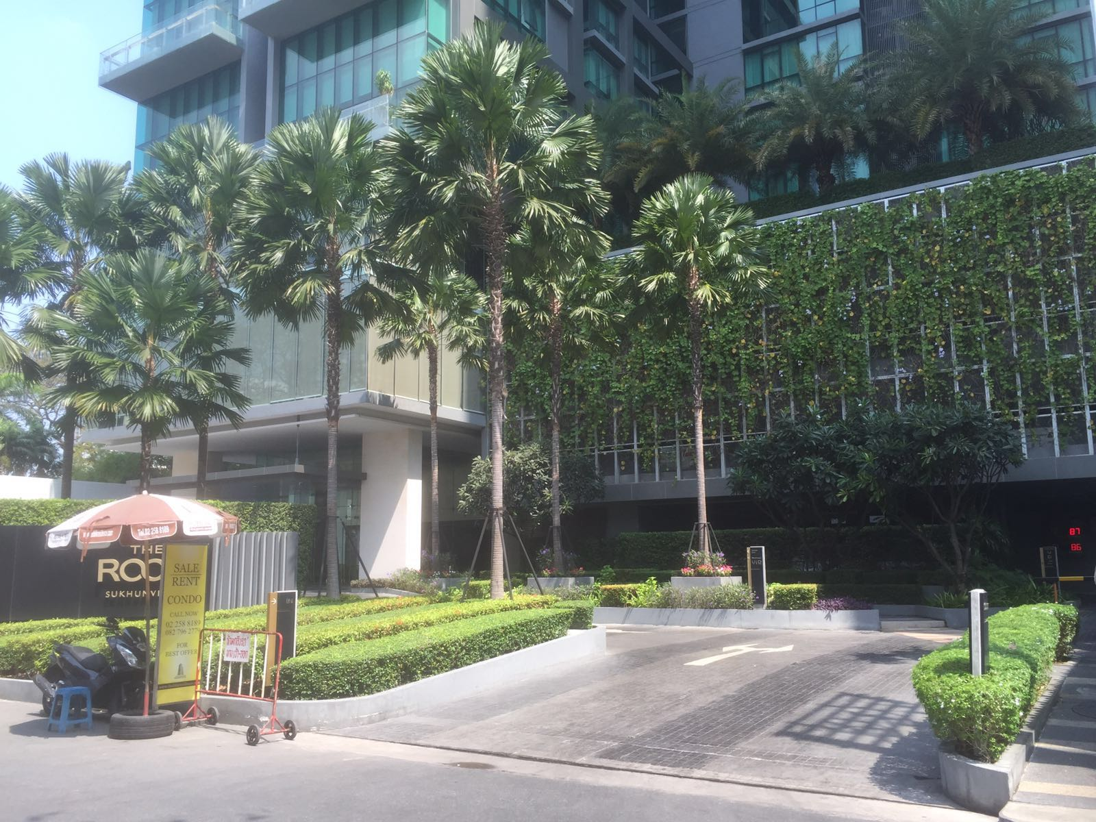 RE/MAX All Star Realty Agency's The Room Sukhumvit 21 large one bedder (53sqm) for sale/rent cheap 5