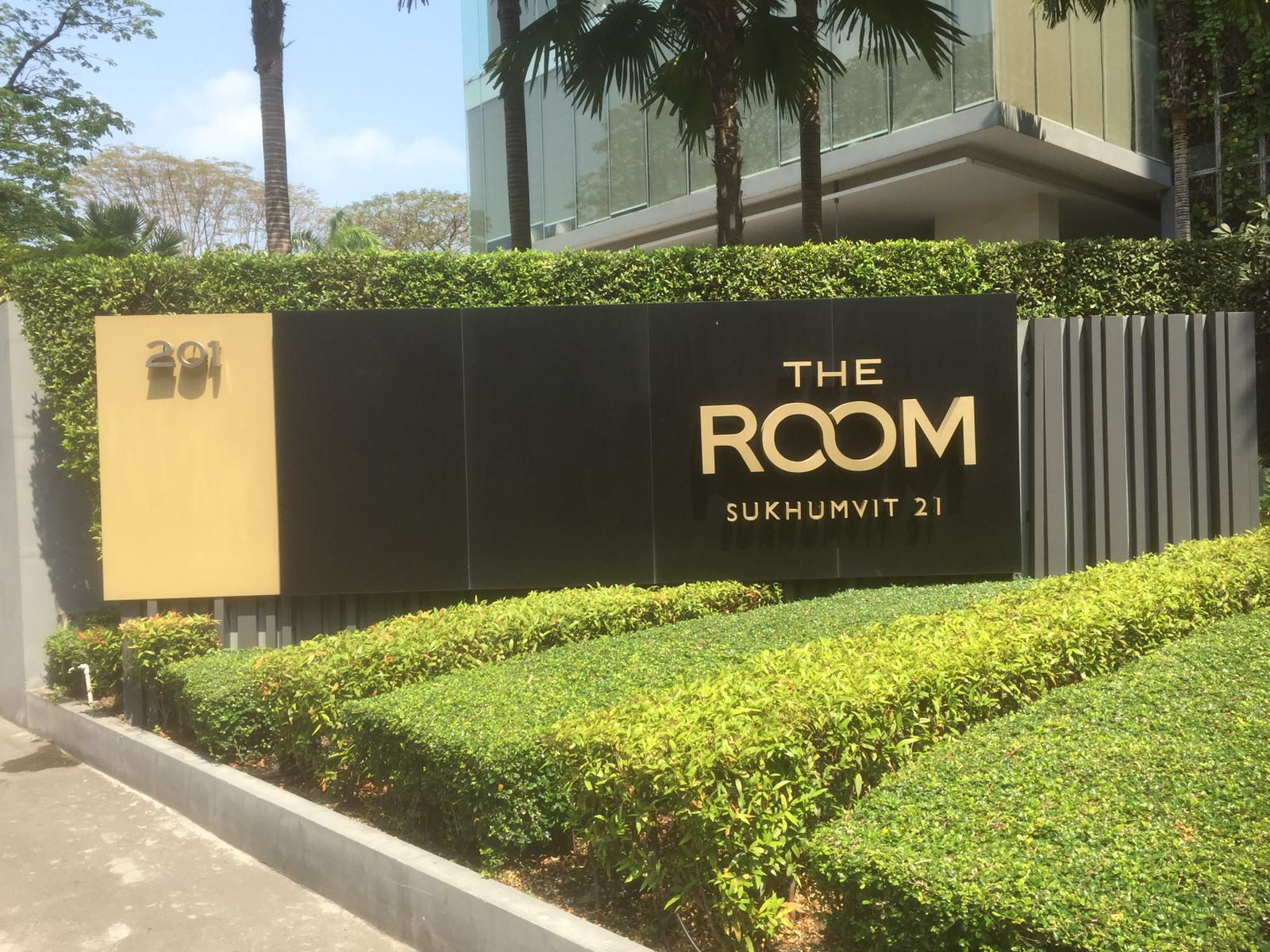 RE/MAX All Star Realty Agency's The Room Sukhumvit 21 large one bedder (53sqm) for sale/rent cheap 9