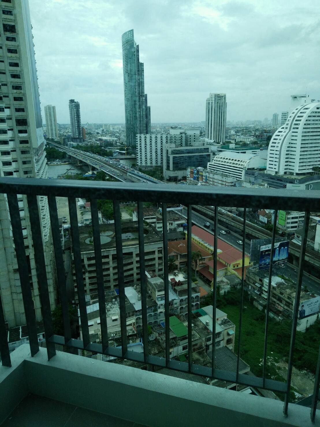 RE/MAX All Star Realty Agency's Charming river view, large one-bed condo Rhythm Sathorn 21 highest floors rent 30k (neg) or sale 6.2mb 9