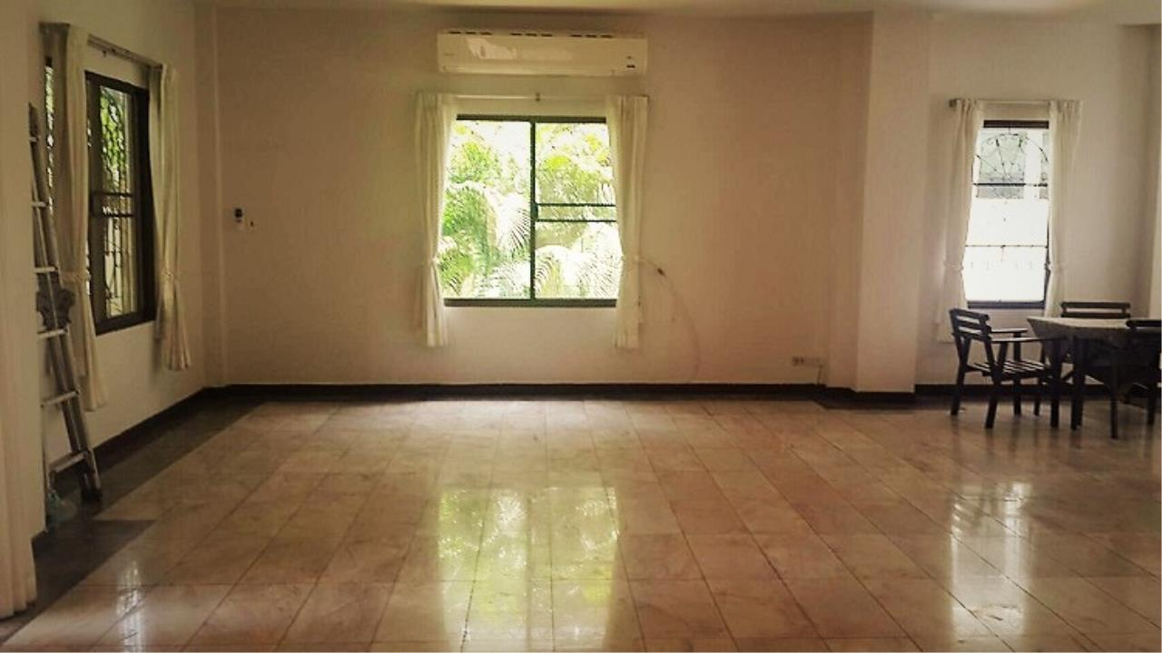 RE/MAX All Star Realty Agency's Beautiful House Sukhumvit Soi 36 (BTS Thong Lo) rent 110k 2