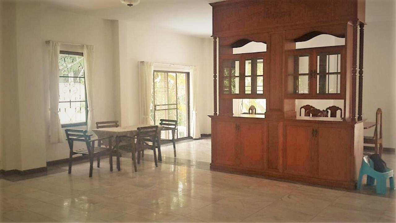 RE/MAX All Star Realty Agency's Beautiful House Sukhumvit Soi 36 (BTS Thong Lo) rent 110k 3