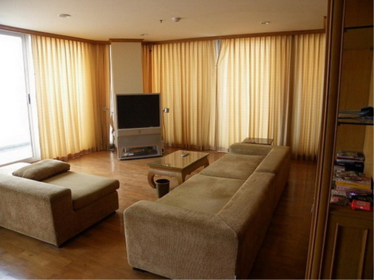 RE/MAX All Star Realty Agency's Three-bed condo River Heaven for rent (Charoenkrung Road) 60,000 baht 1
