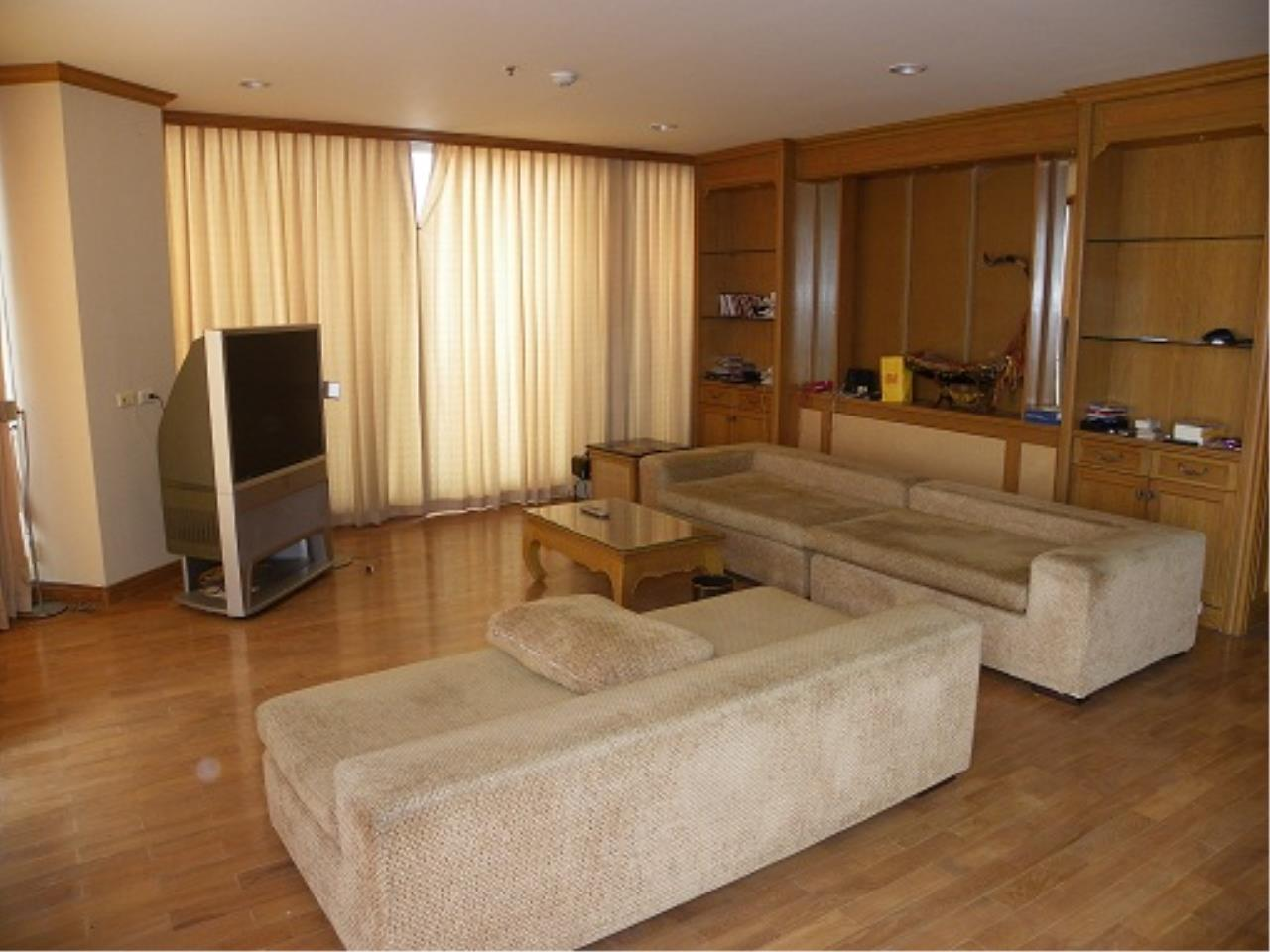 RE/MAX All Star Realty Agency's Three-bed condo River Heaven for rent (Charoenkrung Road) 60,000 baht 2