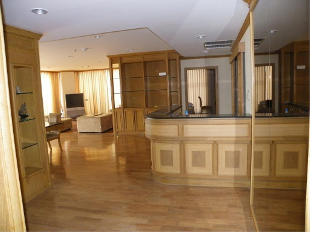 RE/MAX All Star Realty Agency's Three-bed condo River Heaven for rent (Charoenkrung Road) 60,000 baht 3