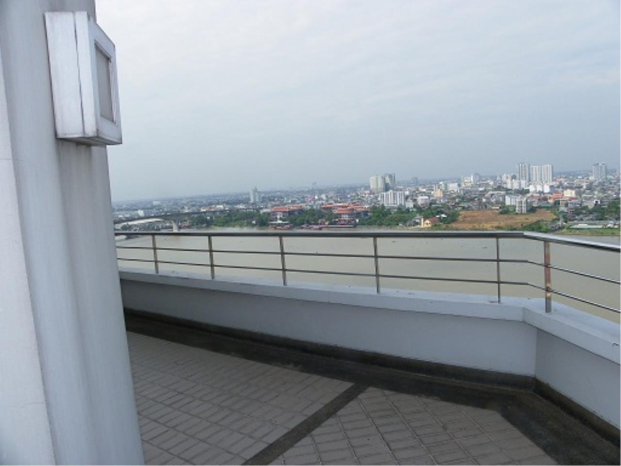 RE/MAX All Star Realty Agency's Three-bed condo River Heaven for rent (Charoenkrung Road) 60,000 baht 4
