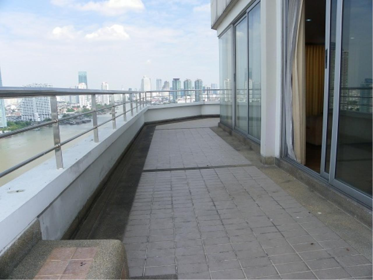 RE/MAX All Star Realty Agency's Three-bed condo River Heaven for rent (Charoenkrung Road) 60,000 baht 5