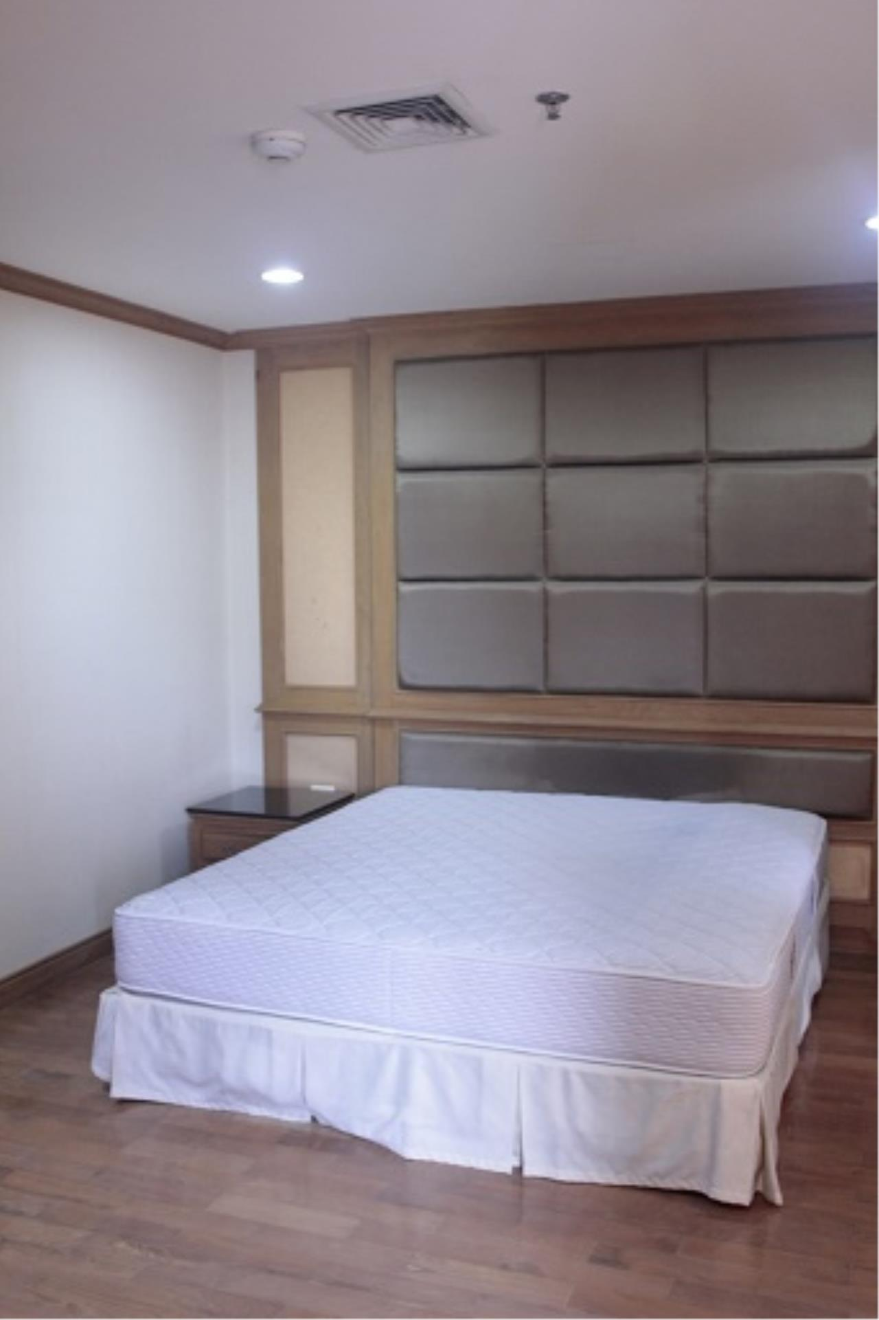 RE/MAX All Star Realty Agency's Three-bed condo River Heaven for rent (Charoenkrung Road) 60,000 baht 22