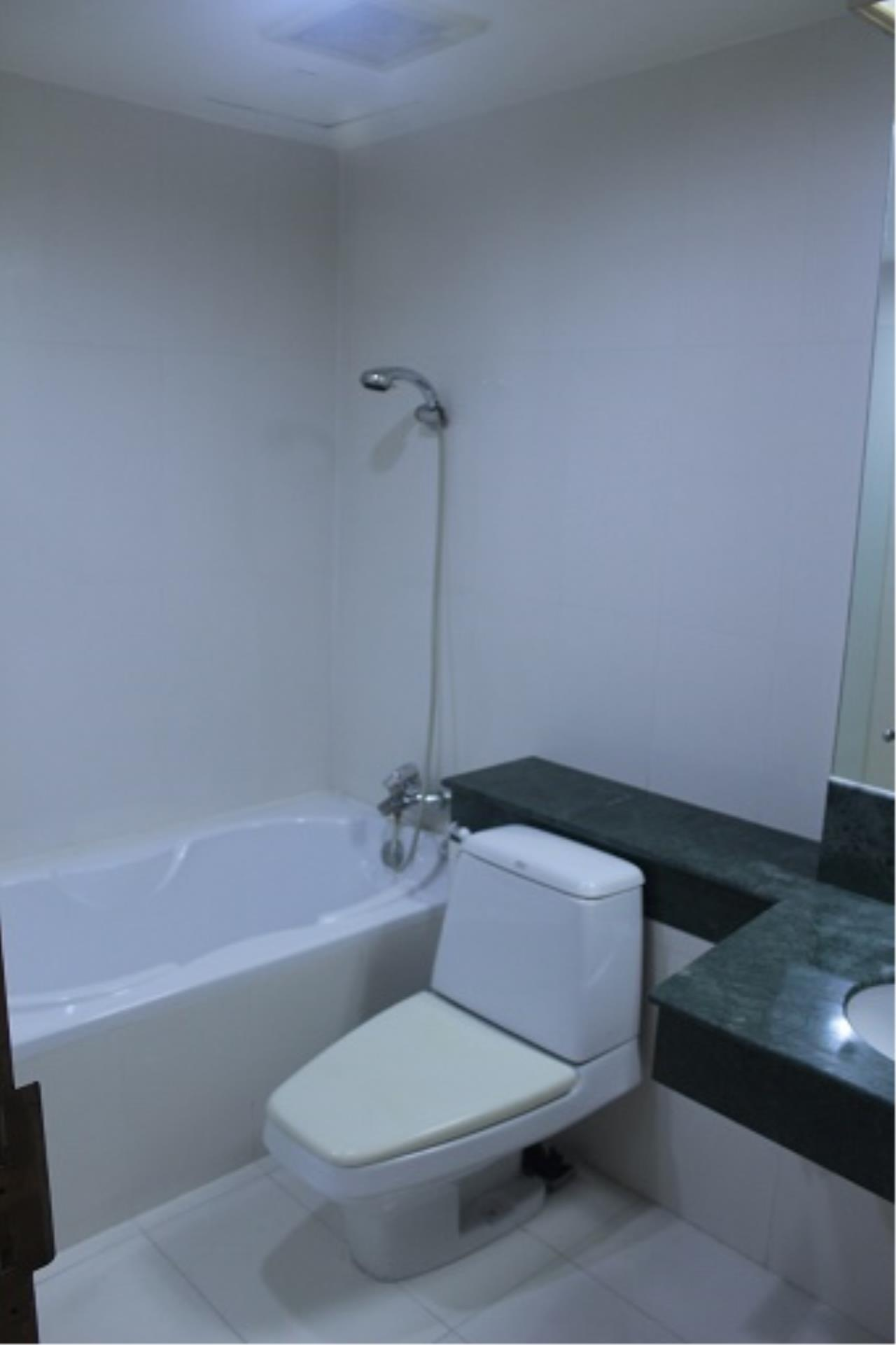 RE/MAX All Star Realty Agency's Three-bed condo River Heaven for rent (Charoenkrung Road) 60,000 baht 24
