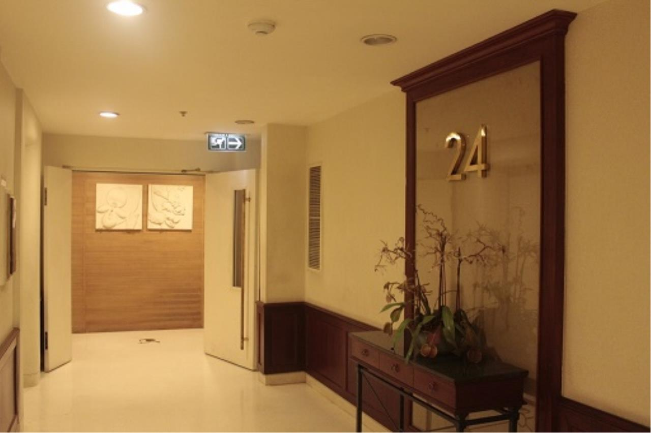 RE/MAX All Star Realty Agency's Three-bed condo River Heaven for rent (Charoenkrung Road) 60,000 baht 8