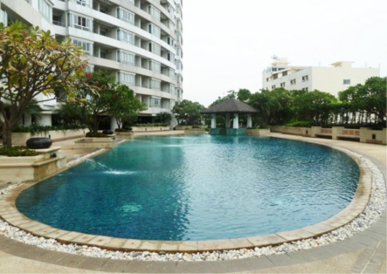 RE/MAX All Star Realty Agency's Three-bed condo River Heaven for rent (Charoenkrung Road) 60,000 baht 31