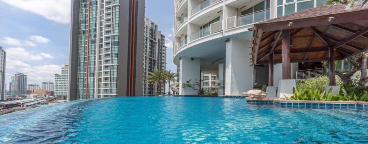 RE/MAX All Star Realty Agency's Skywalk  7
