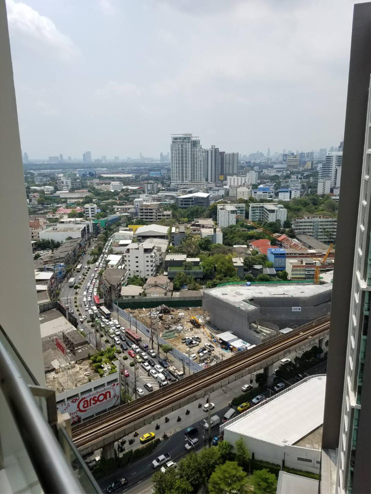 RE/MAX All Star Realty Agency's Skywalk  10
