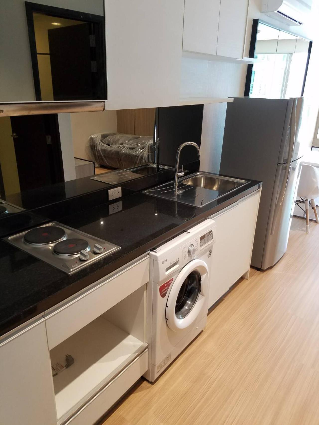 RE/MAX All Star Realty Agency's Skywalk  4