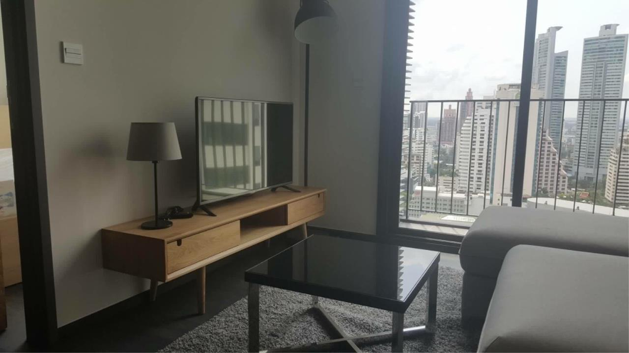 RE/MAX All Star Realty Agency's Edge Sukhumvit23 one bed for rent (BTS Asoke / MRT Sukhumvit) 3