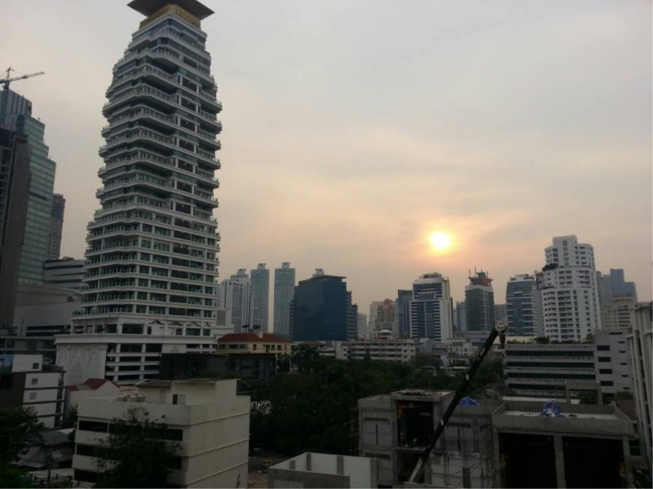 RE/MAX All Star Realty Agency's Royal Castle 4bed 4bath 202sqm for rent (BTS Phrom Phong) 4