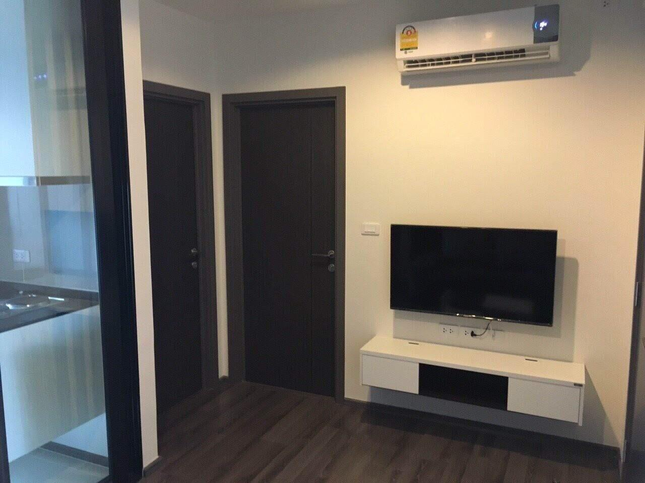 RE/MAX All Star Realty Agency's Basepark East One-Bed full furnished for rent 15,000 Baht neg (BTS On Nut) 8