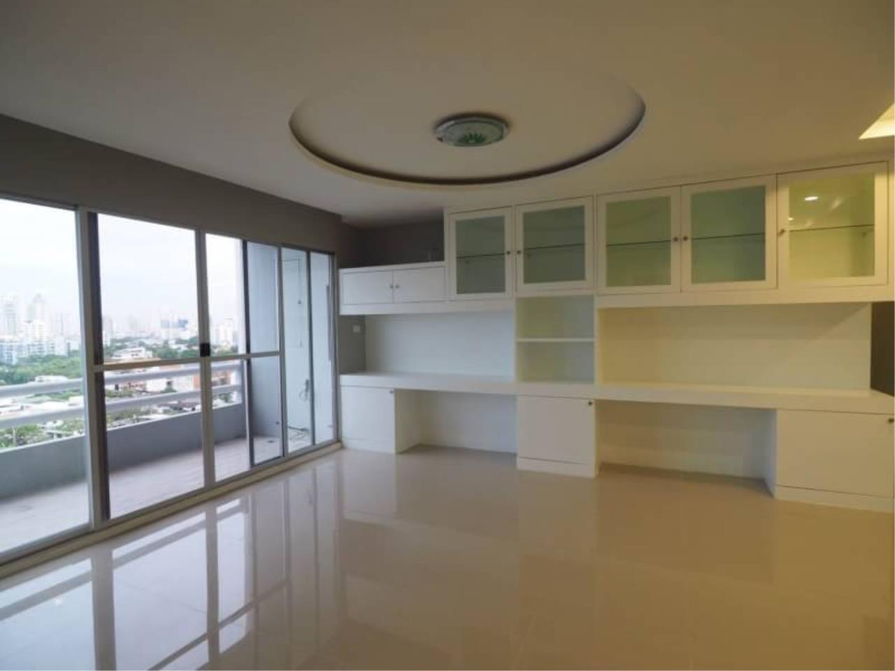 RE/MAX All Star Realty Agency's Regent on the Park for rent (BTS Phrom Phong) 1