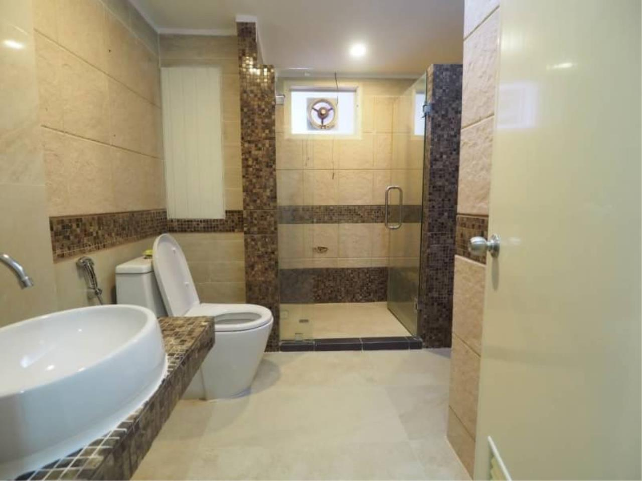 RE/MAX All Star Realty Agency's Regent on the Park for rent (BTS Phrom Phong) 2