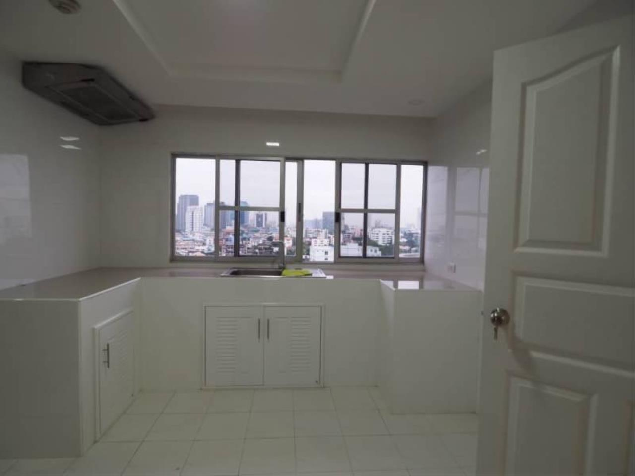 RE/MAX All Star Realty Agency's Regent on the Park for rent (BTS Phrom Phong) 9