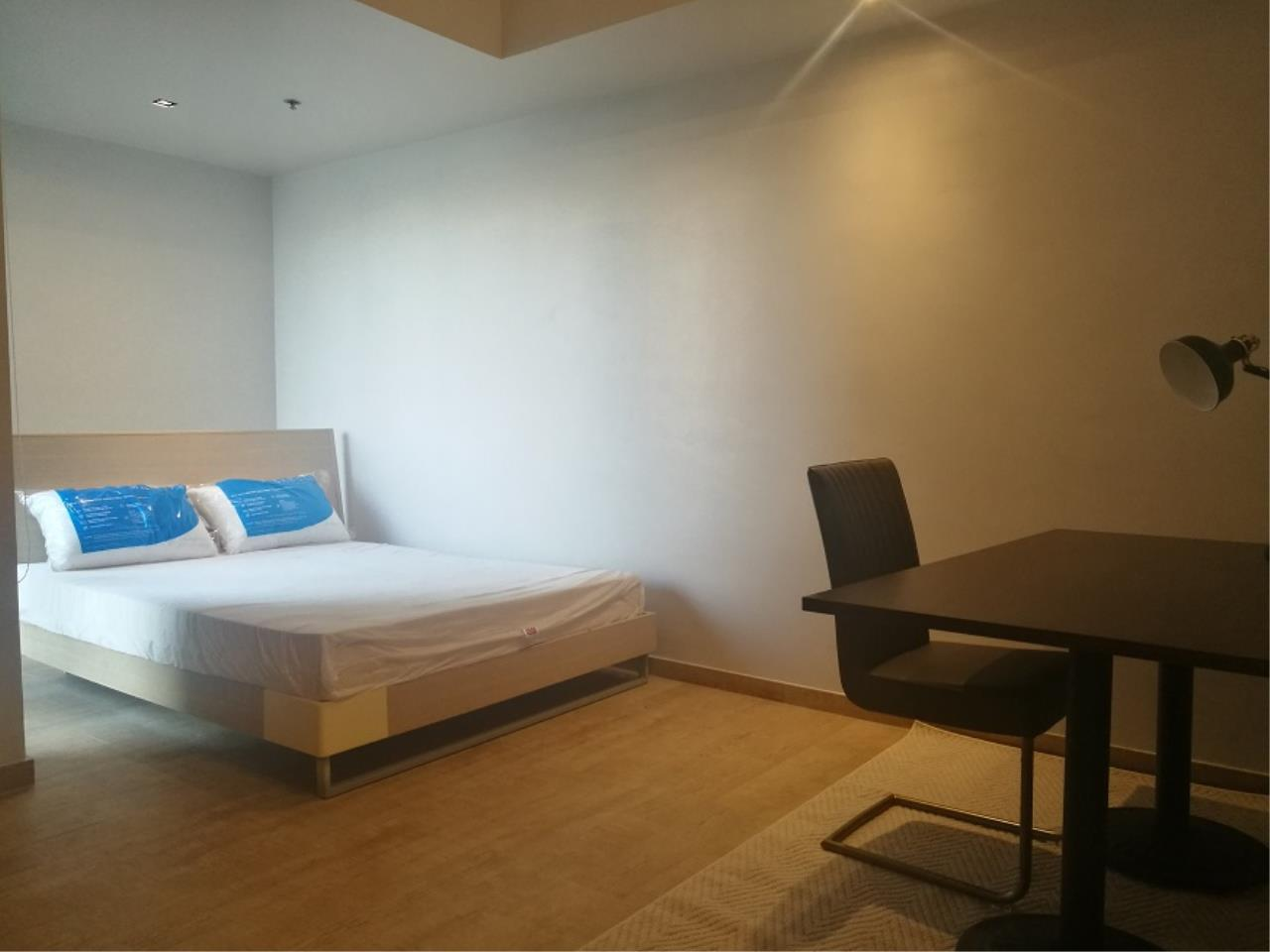 RE/MAX All Star Realty Agency's The Met large two bedder for rent (BTS Chong Nonsi) 3