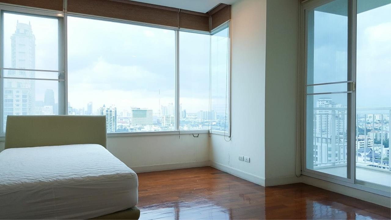 RE/MAX All Star Realty Agency's Baan Sansiri large unit for sale (BTS Phrom Phong) 2