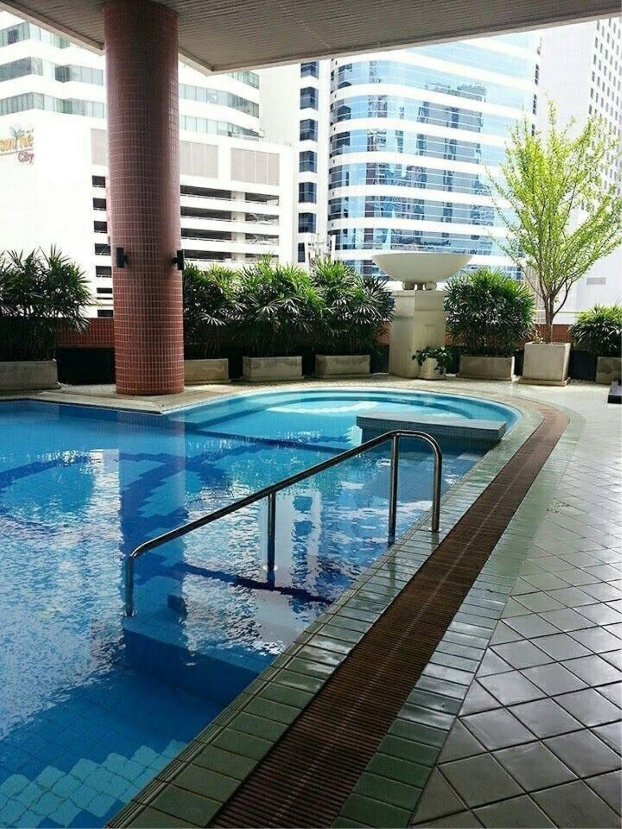RE/MAX All Star Realty Agency's Citismart Sukhumvit 18 two bed for rent (BTS Asoke) 11
