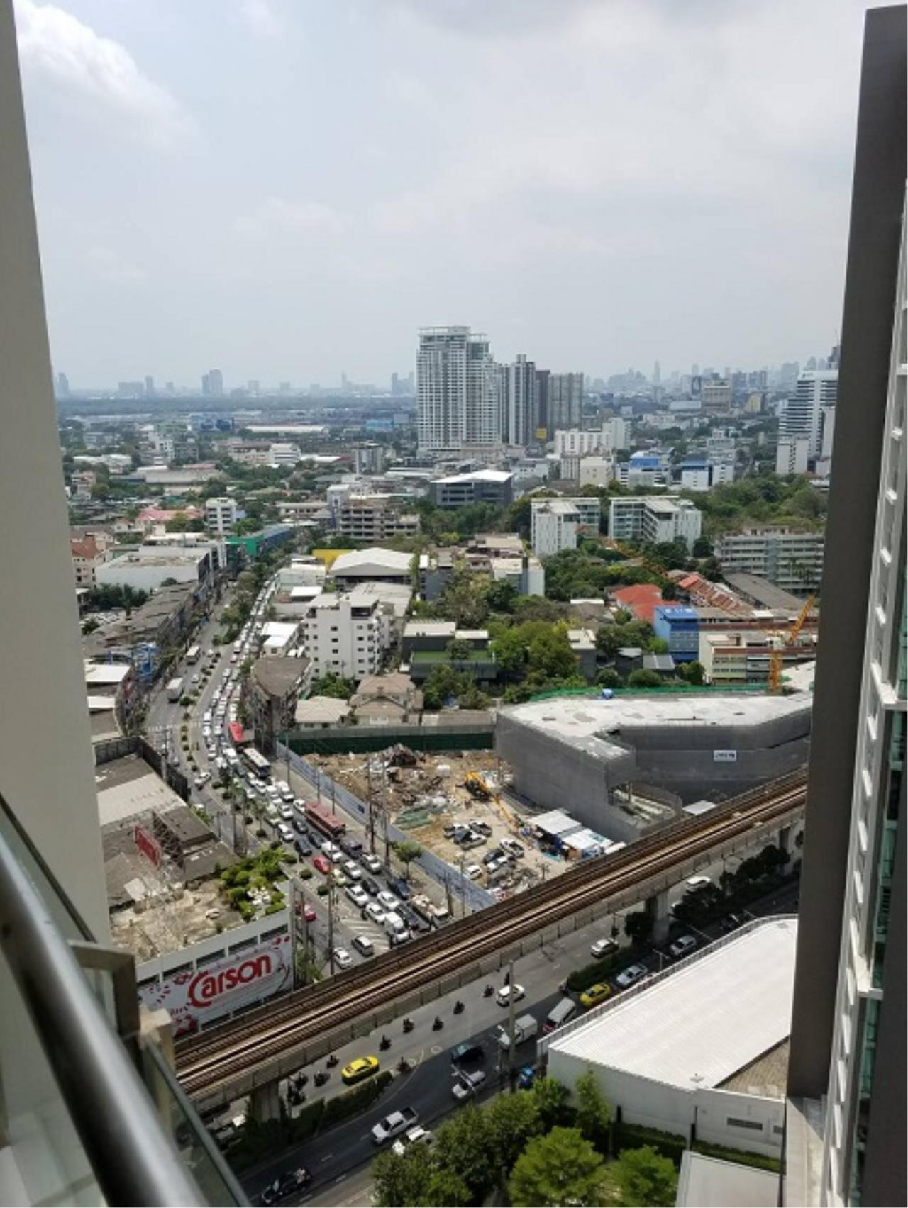 RE/MAX All Star Realty Agency's Skywalk beautiful one-bed for rent (BTS Phra Khanong) 2