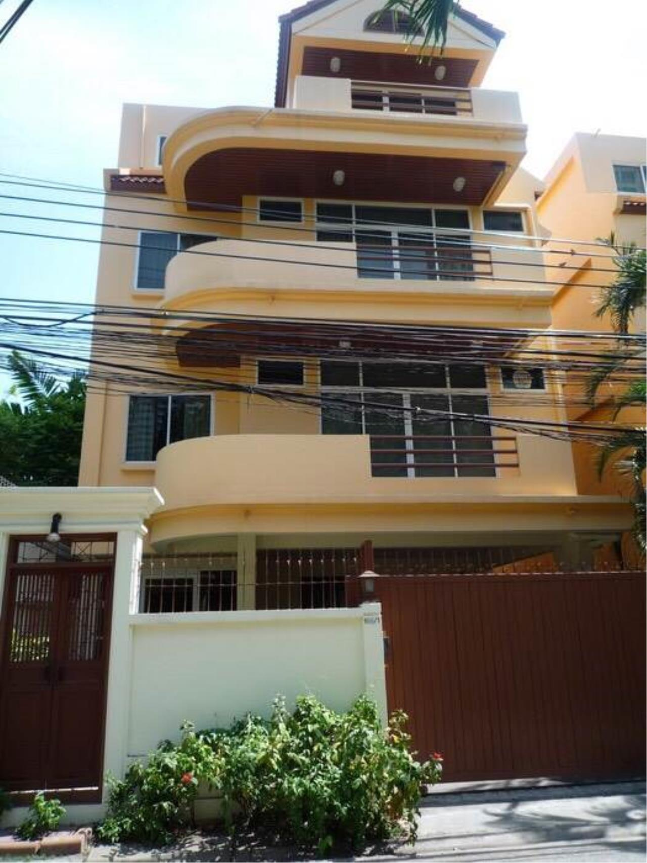 RE/MAX All Star Realty Agency's Large four storey house for rent BTS Phrom Phong 20