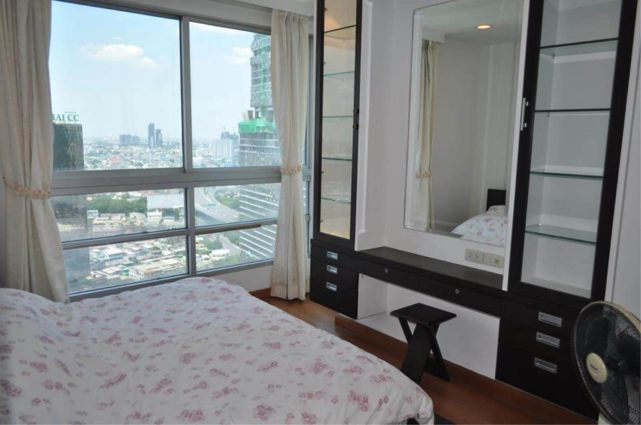 RE/MAX All Star Realty Agency's Sathorn House Condo for rent (BTS Sarasak) 1